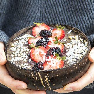 Cinnamon berry acai smoothie bowl